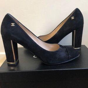 Chanel suede pumps black